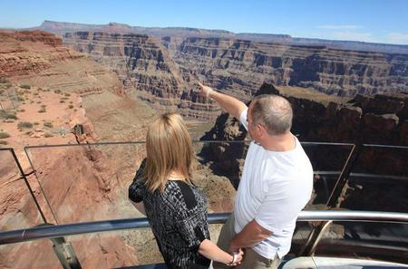 TravelToe Exclusive: Grand Canyon Helicopter Tour with Optional Below-the-Rim Landing and Skywalk Upgrade
