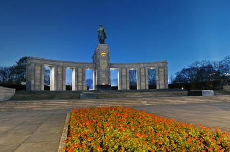 Final Days of World War 2 Walking Tour of Berlin