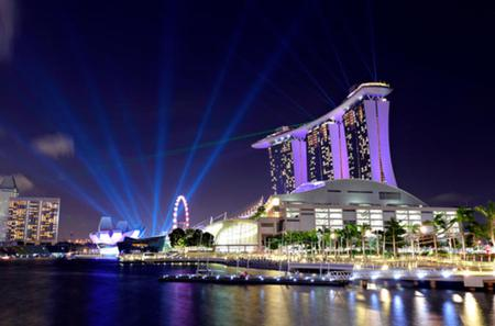Singapore Night Sightseeing Tour with Gardens by the Bay, Bumboat Ride and Bugis Street