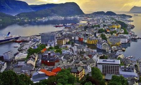 Alesund Hop-On Hop-Off Sightseeing