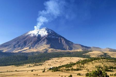 11-Hour Popocatepetl and Iztaccihuatl Volcanoes Mountain Climbing Tour