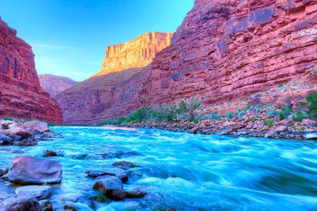 1-Day Grand Canyon West and Hoover Dam Bus Tour: Skywalk, Helicopter and Boat Tour
