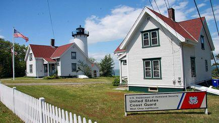2-Day Martha's Vineyard, Essex Steam Train Tour, Riverboat Ride, Breaker Mansion in Rhode Island Tour