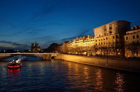 Seine River Dinner Cruise with 'La Marina de Paris' and Moulin Rouge Show