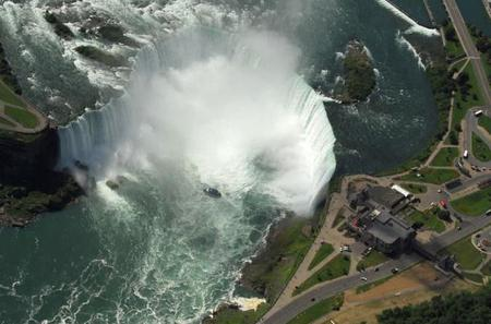 Private Tour: Romantic Niagara Falls Helicopter Flight