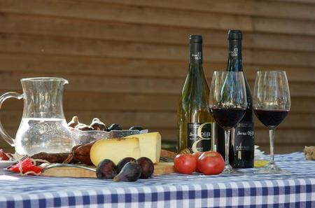 Small-Group Montserrat Tour from Barcelona: Wine and Cheese Tasting with Optional Golf Round