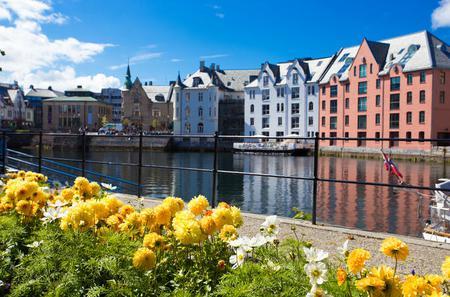 Alesund Shore Excursion: City walk