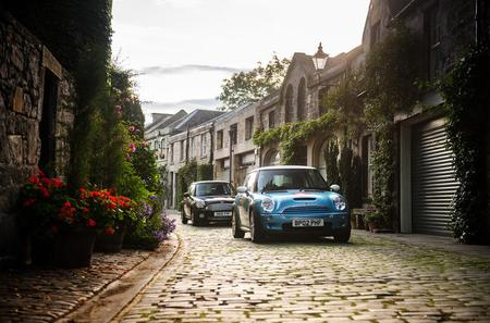 Private Half-Day Tour in a Mini around the City of Edinburgh