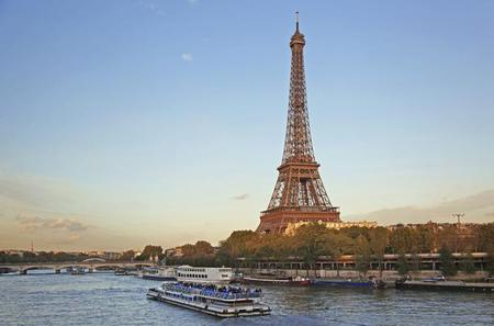 Paris Super Saver: Skip-the-Line Eiffel Tower and Seine River Cruise