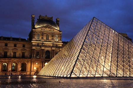 Skip the Line: Evening Louvre Tour and Wine Tasting