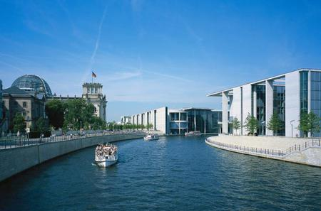 Berlin Culture and Modern Architecture Tour Including Kreuzberg Visit
