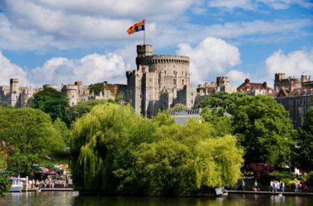 Windsor Castle, Stonehenge and Oxford Custom Day Trip