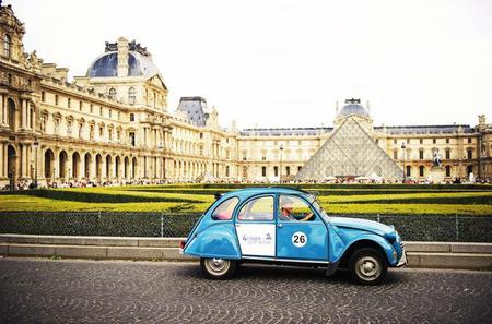 Private Tour: 2CV Champs Elysées Tour in Paris