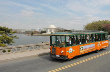 Washington DC Super Saver: Hop-on Hop-off Trolley and Monuments by Moonlight Tour