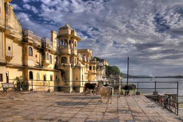 Private Tour: City Palace and Jagdish Temple in Udaipur