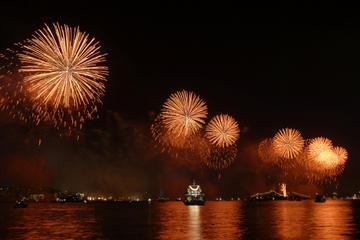 Istanbul Bosphorus New Year's Eve Dinner, Show and Sightseeing Cruise