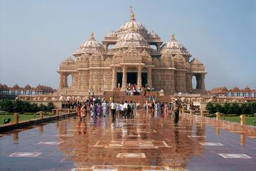 Private Tour: Akshardham Temple and Spiritual Sites of South Delhi Including ISKCON Temple