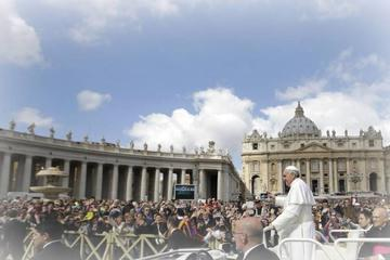 Skip the Line: Pope Francis the Papal Audience Vatican Museums and St Peters Tour with Lunch