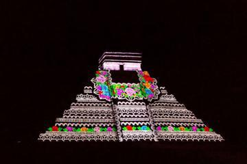 Chichen Itza by Night and Day: Archaeologist-Led Tour, Dinner and Light and Sound Show from Playa del Carmen