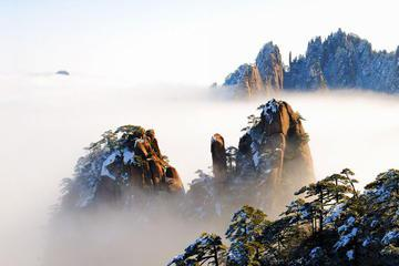 Huangshan 2-Day Tour Including the Yellow Mountain and Hongcun Village