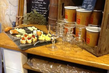 Marais Walking Tour with Cheese and Wine Tasting in Paris