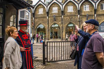Royal London Walking Tour Including Early Access to the Tower of London and Changing of The Guard