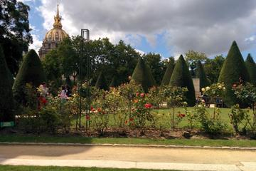 Paris Walking Tour: Around the Eiffel Tower and Les Invalides, Including Musée Rodin Gardens and Champ de Mars
