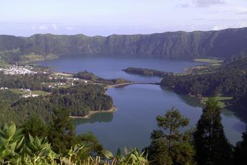 Full-Day Sete Cidades and Lagoa do Fogo Tour Including Lunch