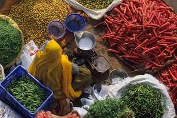 Private Tour: Vegetable and Spice Market Visit with a Meal in a Local Agra Home