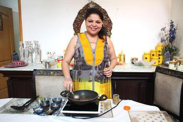 Private Indian Cooking Lesson and Lunch or Dinner in a Local Home in Agra