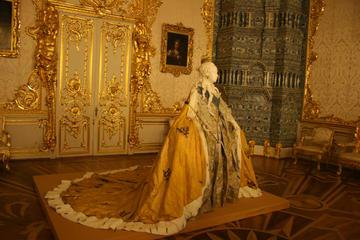 Private Catherine Palace and Metro Tour by Public Transport