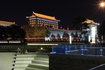 Xi'an Evening Tour: South Gate Square, Fountain Show and Tang Dynasty Theme Squares