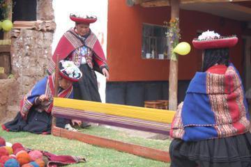Sacred Valley Private Tour: Chincheros, Ollantaytambo and Pisaq