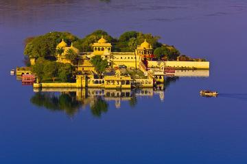 Dinner at Jag Mandir Island with Boat Ride at Lake Pichola in Udaipur