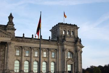 Private Berlin Half-Day Walking Tour: Reichstag, Brandenburger Gate, Pariser Platz, Tiergarten and Jewish Memorial