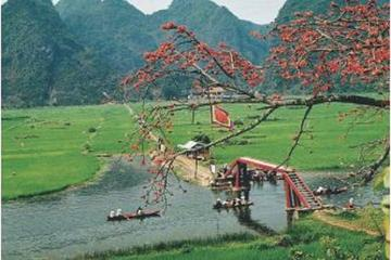 Full-Day Perfume Pagoda Boat Trip and Trekking Group Tour from Hanoi