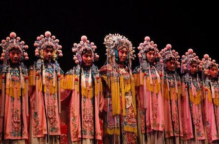 Private Tour of Beijing: Shichahai, Nanluoguxiang and Peking Opera with Peking Duck Dinner