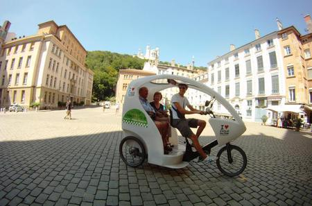 Private Lyon Sightseeing Tour in Electric Vehicle