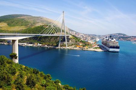 Private Arrival Transfer: Dubrovnik Port to Dubrovnik, Orebic or Korcula Town Hotels