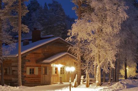 Wilderness Dinner and Northern Lights Hunt from Rovaniemi