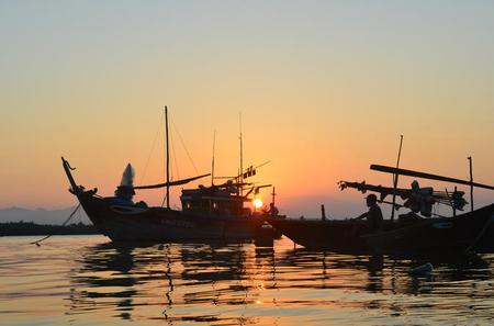Sunset River Cruise and Basket Boat Rowing in Hoi An