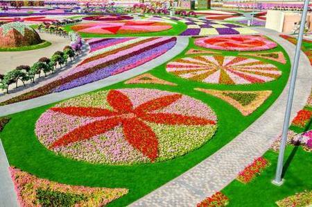 Dubai: Miracle Garden and Global Village Shopping Tour