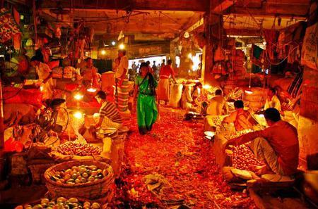 Highlights of Old Dhaka Including Kawran and Shankhari Bazar Visit and Lunch