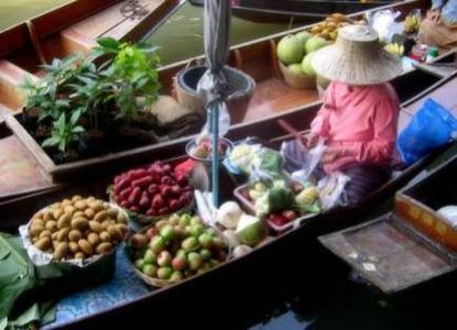 Bangkok: Floating Market and Rose Garden Full-Day Tour