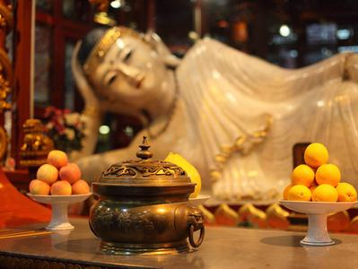 Yuyuan Garden Chenghuangmiao Temple and Taobao City Market Private Tour