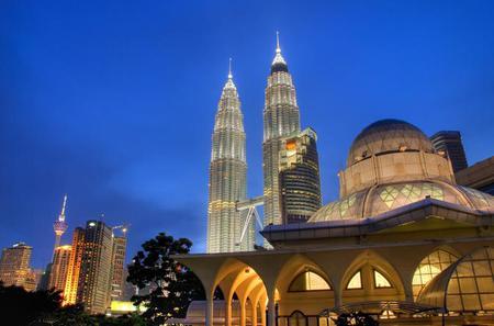 Full-Day Kuala Lumpur City Tour including Petronas Towers and Batu Caves
