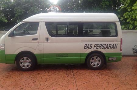 Private Transfer: Kuala Lumpur Airport Transfer with Optional Putrajaya Visit