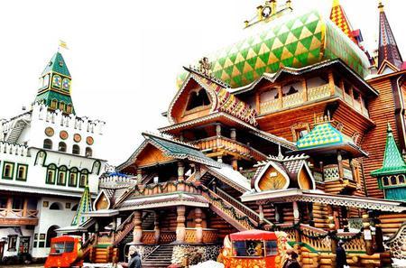 Izmaylovo Flea Market and Kremlin in Izmaylovo
