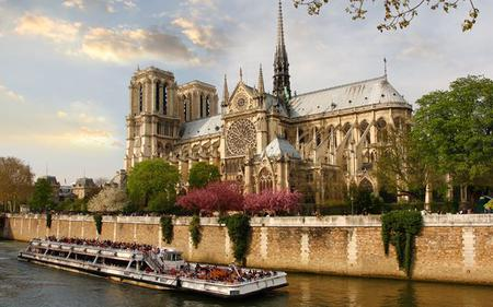 Paris in a Nutshell: Seine Cruise, Lunch at the Eiffel Tower and more!