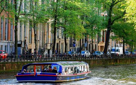 Skip the line: Van Gogh Museum, Rijksmuseum and Amsterdam Lunch Cruise